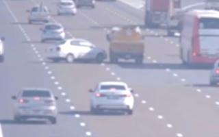 شرطة أبوظبي: 317 حادثاً بسبب الانحراف المفاجئ العام الماضي thumbnail
