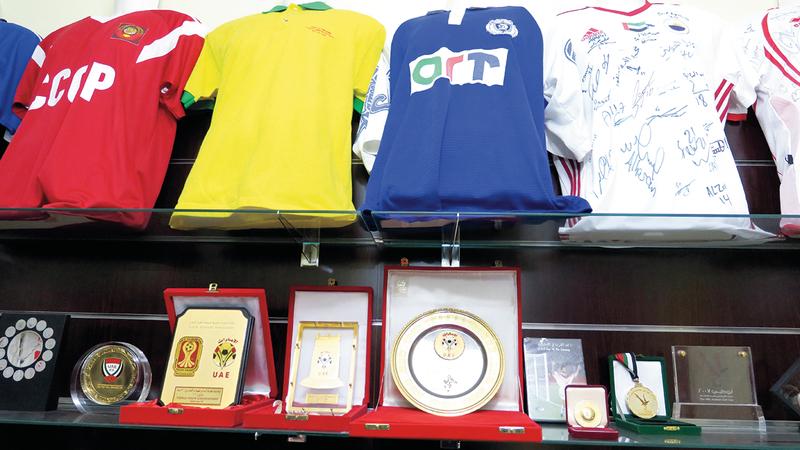 قمصان قديمة لأندية محلية وعربية وعالمية.    الإمارات اليوم
