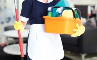 «إجازات كورونا» تُشعل خلافات بين العمالة المساعدة وأرباب الأسر