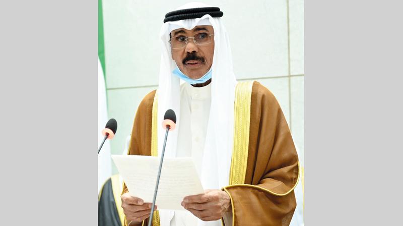 نواف الأحمد خلال تأديته اليمين الدستورية أمس. رويترز