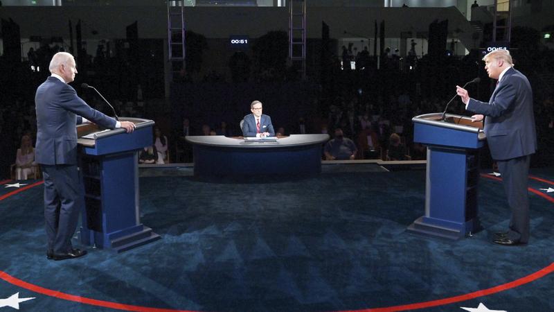 الانفعالات والألفاظ النابية ميزت إجابات ترامب وبايدن خلال المناظرة. أ.ب