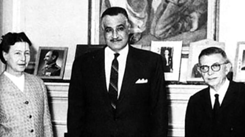 ناصر يتوسط سارتر وسيمون دي بوفوار. أرشيفية