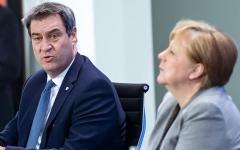 الصورة: رئيس حكومة ولاية ألمانية يأسف على سلوكه تجاه ميركل