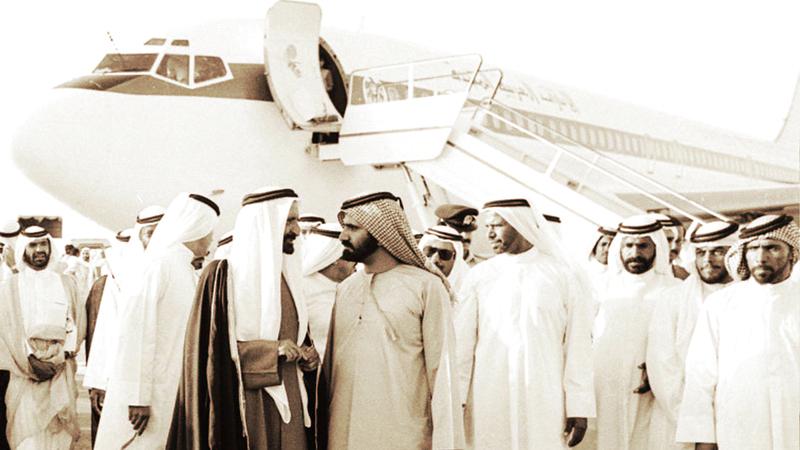 افتتاح مطار دبي الدولي جاء كثمرة للرؤية الثاقبة للشيخ راشد بن سعيد آل مكتوم. من المصدر