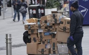 الصورة: 20 ألفاً من موظفي «أمازون» في أميركا أصيبوا بـ«كورونا»