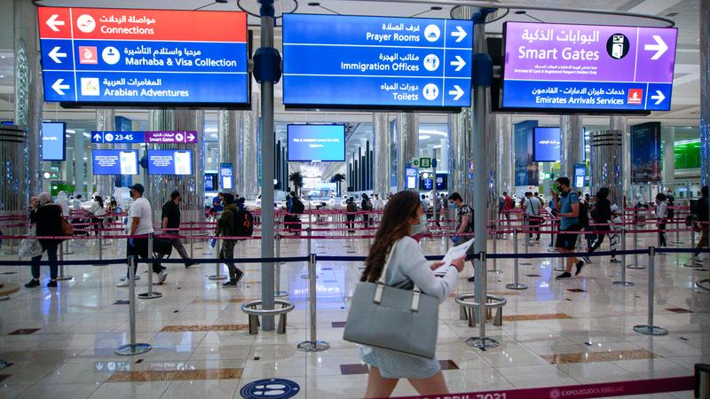 دبي تعد من حلقات الوصل الأساسية لحركة السفر والتبادل التجاري بين شرق العالم وغربه. أرشيفية