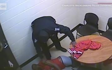 الصورة: الشرطة الأميركية تتسبب في موت شاب أسود.. دون نوايا خبيثة