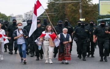 الصورة: جدة في الثالثة والسبعين من عمرها تلهم معارضي رئيس بيلاروسيا
