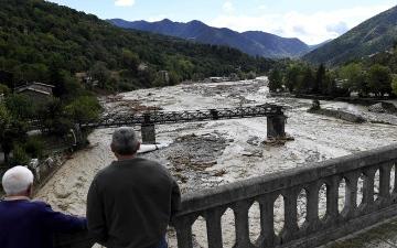 الصورة: فيضانات عارمة في فرنسا وإيطاليا
