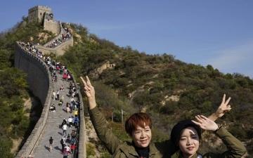 """الصورة: الصينيون يبدأون السفر من جديد في ظل تراجع """"كورونا"""""""