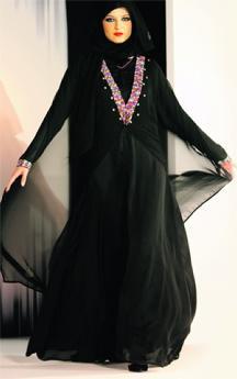 e82669219 ألوان صيفية تحاور الأسود في «الشيلة والعباية» - الإمارات اليوم
