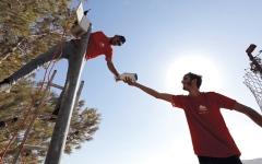 الصورة: قرية فلسطينية تضع كاميرات مراقبة للحماية من هجمات المستوطنين