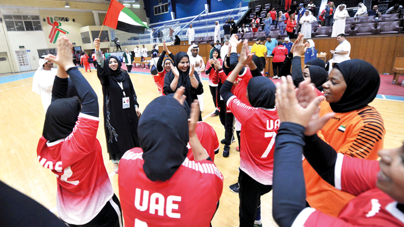 منتخب اليد النسائي فاز بفضية الدورة الخليجية السادسة لرياضة المرأة في نوفمبر الماضي. من المصدر