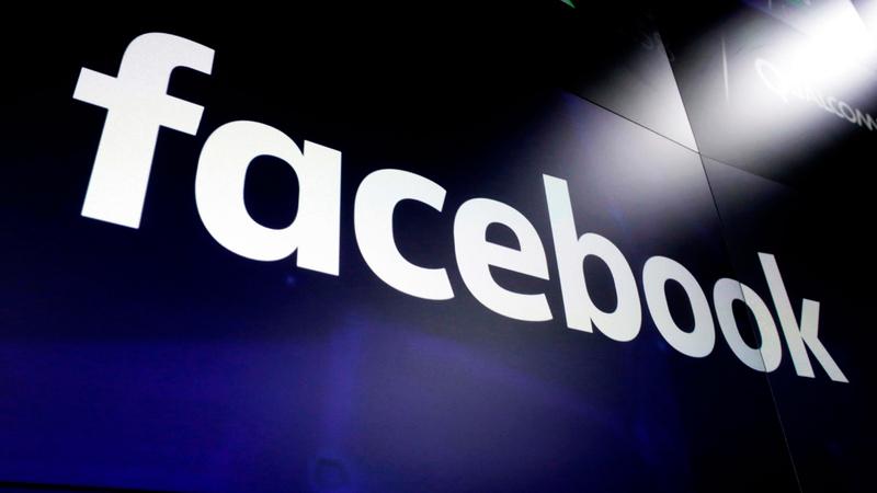لم تسحب «فيس بوك» سوى إعلان واحد وأبقت بقية الإعلانات طوال فترة الحملة.  أ.ب