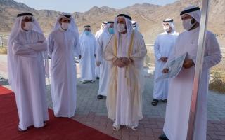 حاكم الشارقة يفتتح طريق كلباء ويتفقد مشروعات تنموية وسياحية thumbnail