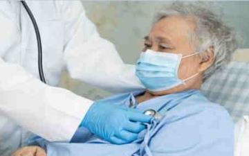 الصورة: تساقط الشعر ومشاكل في القلب والذاكرة.. أعراض غير معتادة لبعض مرضى «كورونا»