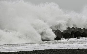 """الصورة: إعصار """"تشان-هوم"""" يجتاح أجزاء من اليابان"""