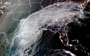 الصورة: عاشر إعصار يضرب البر الأميركي في 2020