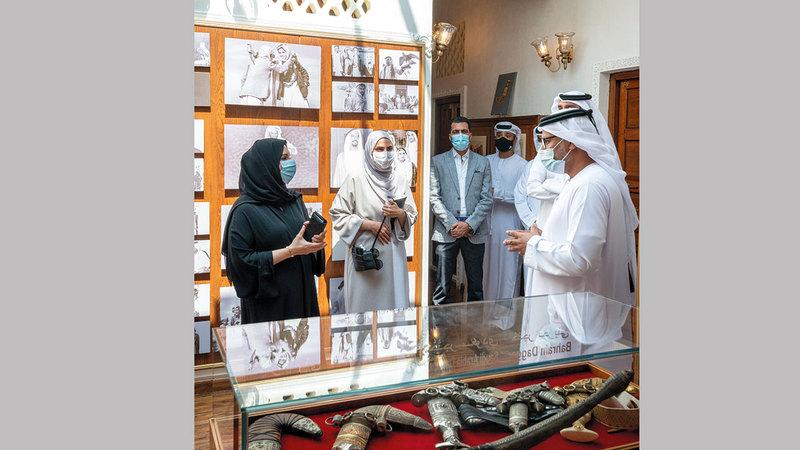 الزيارة شملت عدداً من حاضنات الإبداع والفنون في حي الفهيدي التاريخي. من المصدر