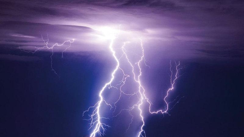 صواعق البرق تأتي من ضمن اختصاصات الدفاع المدني. أرشيفية
