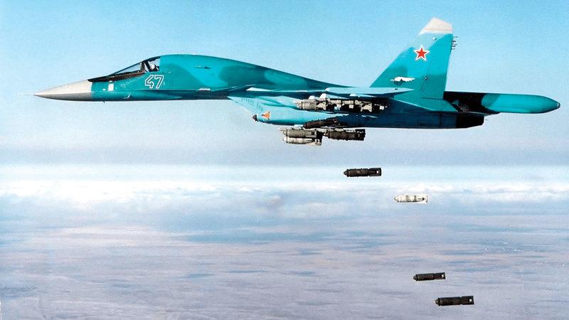 طائرة روسية تقوم بغارات على مدينة حمص التي تعرضت لتدمير كبير من الغارات الروسية.  أرشيفية