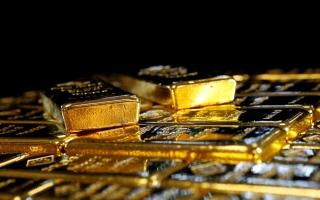 الصورة: الذهب ينزل عن أعلى مستوى في 3 أسابيع