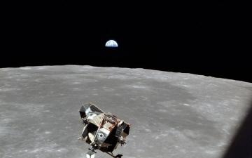 الصورة: قطعة صاروخ تعود نحو الأرض بعد 54 عاما من إطلاقه نحو القمر