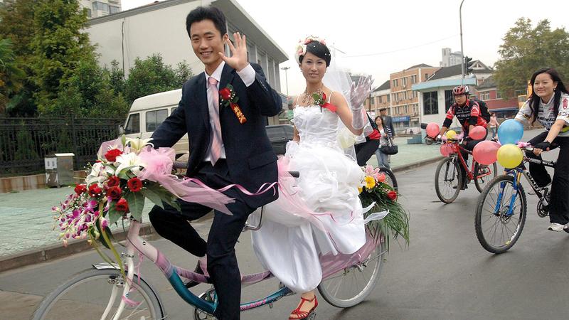 كوريون جنوبيون يتزوجون بأجنبيات.  من المصدر