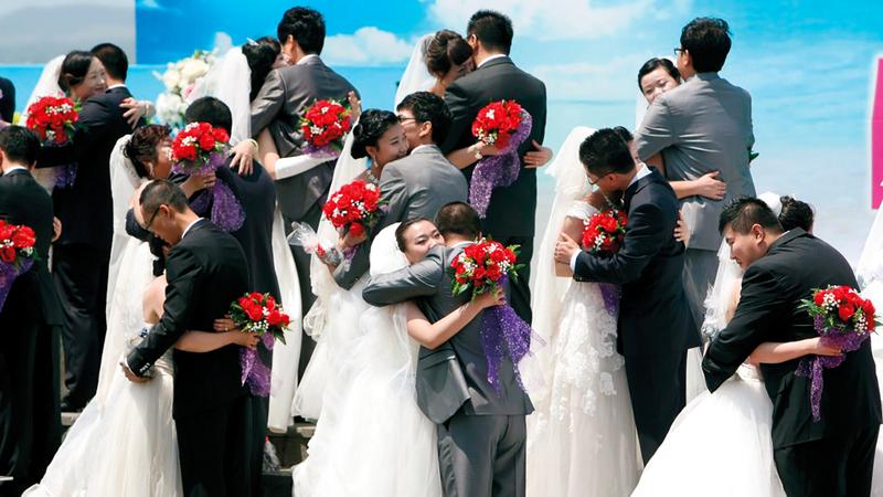 جانب من طقوس الزواج على الطريقة الكورية الجنــــوبية.  من المصدر
