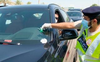 شرطة أبوظبي تعزز السلامة المرورية بـ «ملصقات رقمية» thumbnail