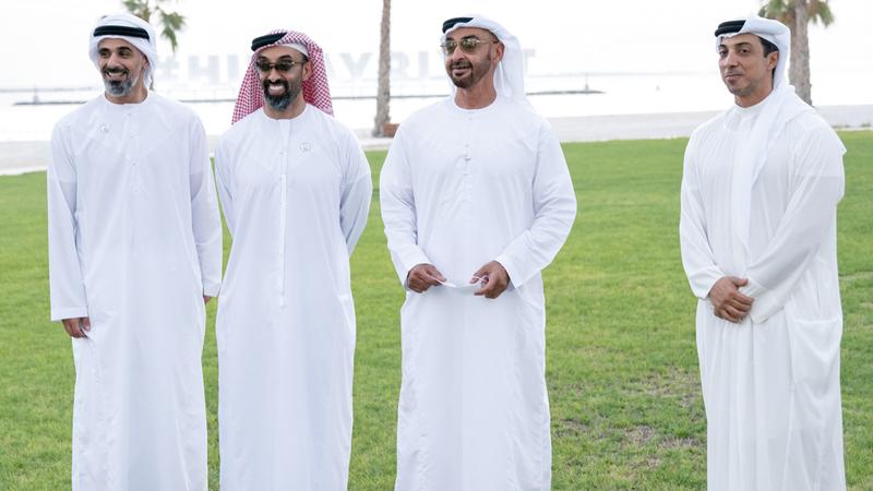 محمد بن زايد خلال تفقده المشروع.  وام