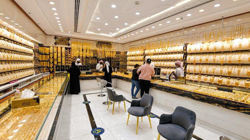 خصوصية تجارة الذهب أسهمت في اعتماد معظم التجار على الأساليب التقليدية.  تصوير: أشوك فيرما