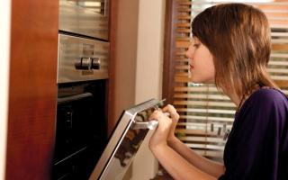 الصورة: لا تيأسي.. حلول بسيطة تصلح «كوارث» الطهي