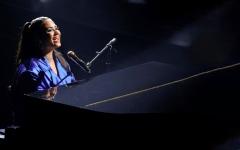 الصورة: مغنية أميركية تطرح على ترامب أسئلة عن قضايا مهمة ضمن أغنية
