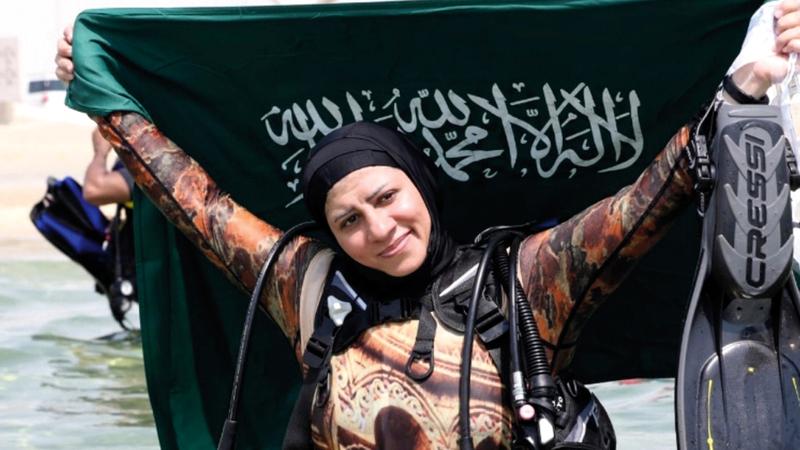 مدربة الغوص السعودية زينة علي. ■من المصدر
