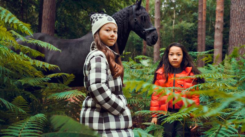 ملابس الأطفال يفضل أن تكون جريئة في الأشهر الباردة. ■من المصدر