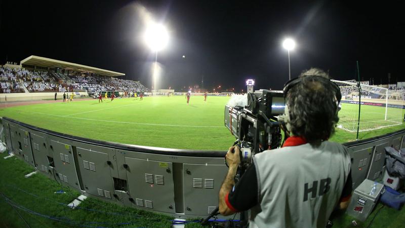 علاقة معظم اللاعبين بوسائل الإعلام تشوبها الرهبة والحساسية. الإمارات اليوم