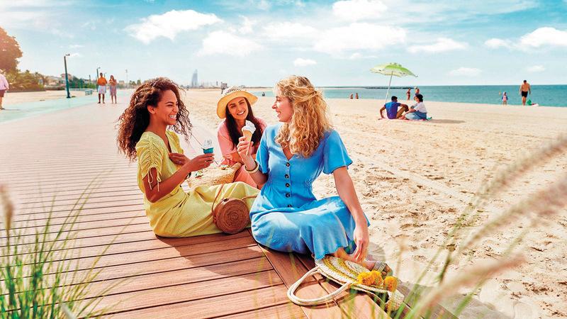 الحملة تشجّع السياح على الاستمتاع بما تقدمه دبي من مقومات سياحية وعروض مميزة. من المصدر