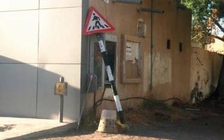 الصورة: لقطة.. لافتة عبور مشاة