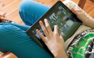 الصورة: معالجون نفسيون: اتفق مع أطفالك على قواعد لاستخدام الأجهزة الذكية