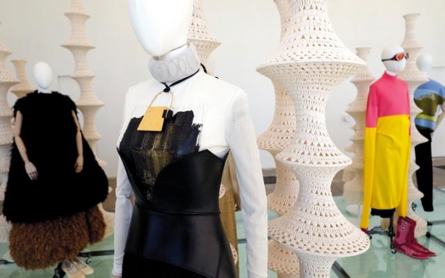 الصورة: جائزة «إيير للموضة» لمصمم ملابس «لا يرغب فيها أحد»