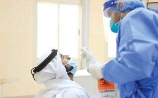 الصورة: 915 إصابة جديدة بـ «كورونا» وشفاء 1295 حالة