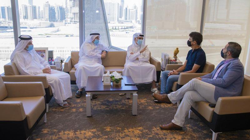 خلال زيارة بيبيتو لمجلس دبي الرياضي.  من المصدر