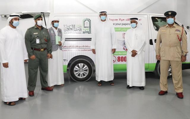 الصورة: «شرطة دبي» تتبرع لـ «بيت الخير» بالمعثورات العينية