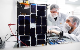 """الصورة: """"إنتل"""" تدعم أول قمر صناعي مزود بالذكاء الاصطناعي"""