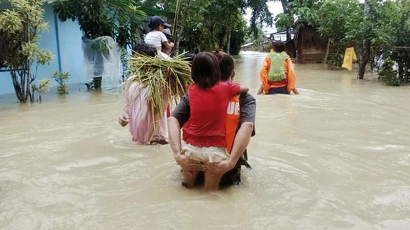 مياه الفيضان غمرت مناطق واسعة.   إي.بي.إيه