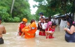 الصورة: أحداث وصور.. مقتل شخص وإجلاء الآلاف إثر اجتياح الفيضانات منطقتين في الفلبين