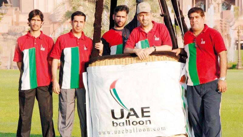 فريق منطاد الإمارات يحلّق في مهرجانات بمختلف دول العالم.   وام