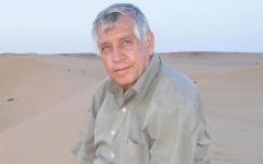 الصورة: فولكهارد فيندفور.. «الألماني الناصري» الذي حاور دايان.. وزامل أحمد بن بيلّا