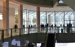 الصورة: «أبل» تطرح في الإمارات هاتفي «آي فون 12» و«12 برو»